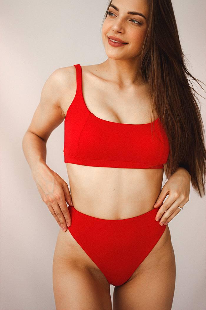 Раздельный купальник топ с чашечками Perfect Female Basic Красный 153SW-21TOH-r
